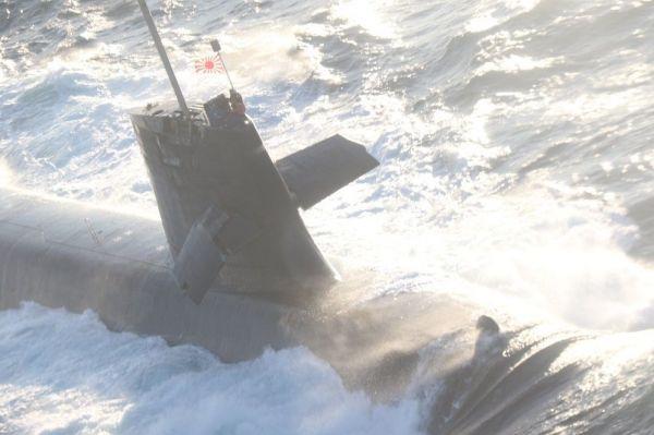 衝突事故後の潜水艦「そうりゅう」=2月8日、高知県の足摺岬沖。第5管区海上保安本部提供