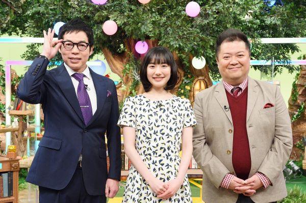 テレ東で初MCの芦田愛菜さんと並ぶ今田耕司さん、小杉竜一さん=テレビ東京提供
