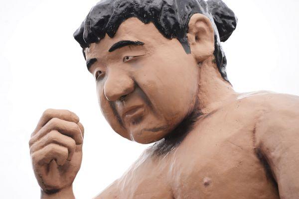 「みそ五郎」の像