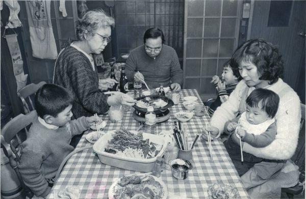 1984年2月 家族の団らんの様子