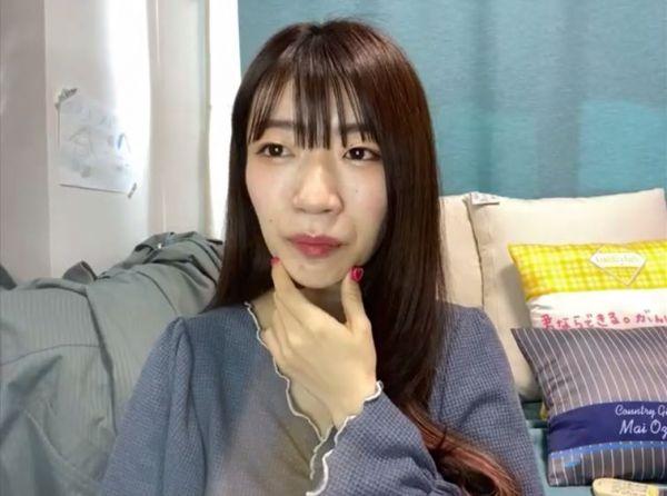オンラインでインタビューに答えるでか美さん=2021年3月15日