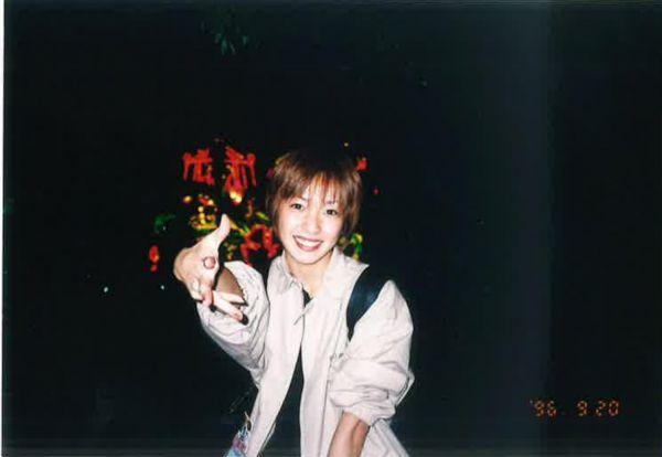 デビュー直後、1996年に撮ったREINAさんのスナップ写真=本人提供