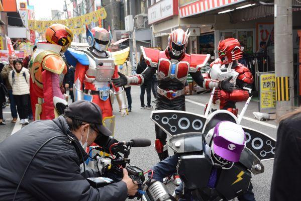 福岡発の特撮ヒーロー「ドゲンジャーズ」は、テレビ放送もされた。ロケも福岡市内で行われた。
