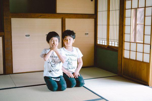 双子の息子たちの性格の違いが写真にも表出する
