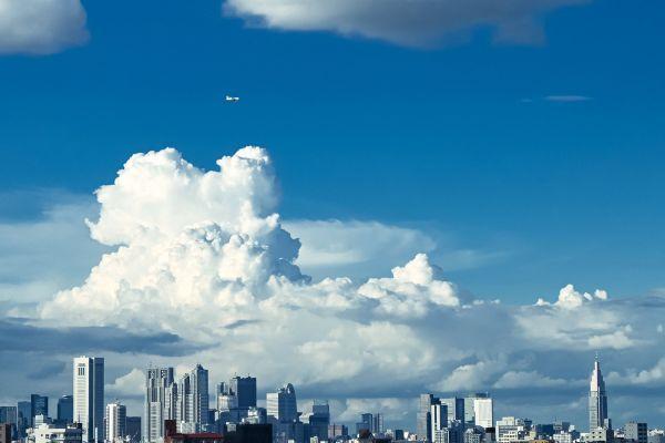 飛行機と雲の位置関係が気に入っている1枚
