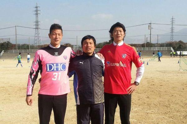 大学卒業後、藤嶋(左)は鳥栖に。圍(右)はFC東京へ進んだ