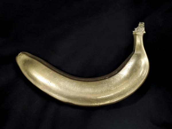 商品名は「バナナハンマーDX」。アルミニウム青銅製で、長さ約20cm、重さは約1.5Kgあります