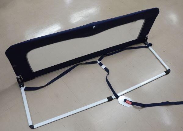 2017年8月の事故で使っていたベッドガード。手前のフレーム部分にマットレスを載せる=2021年2月12日