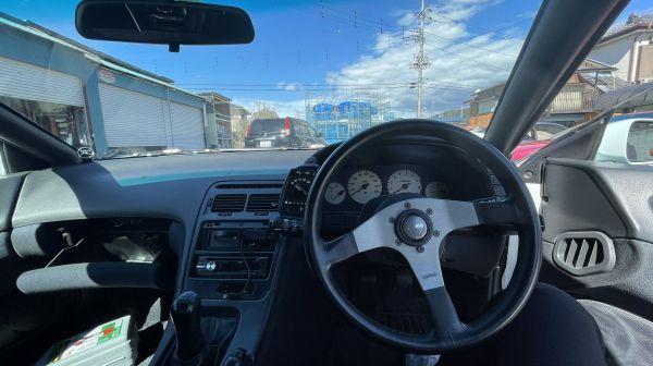 ひなこさんのZ32の運転席周り。ステアリングはMOMO製に換えられている