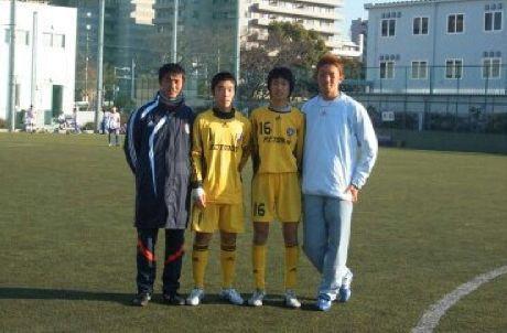 FC東京の育成部にいたころの浅野コーチ(左)