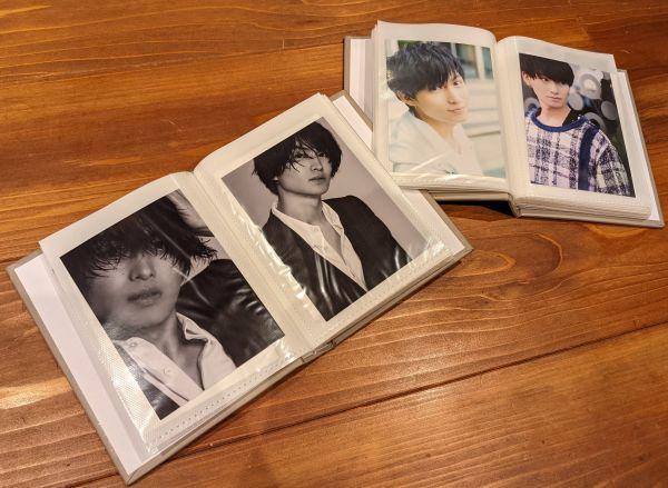 横川さんは推しのブロマイドをアルバムに入れて保存。「こうして並べてみると、推しの顔の変化もひと目でわかって感無量です」