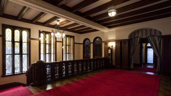 旧前田家本邸の2階階段