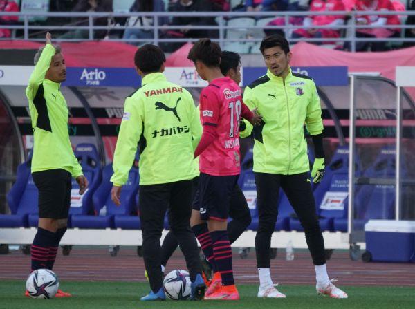 セレッソ大阪のGK松井謙弥。試合では、ピッチに向かうチームメートを大きな声で鼓舞する