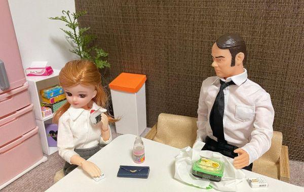 「休憩室でめっちゃ喋りかけてくる上司と、1人になりたい現実を生きるリカちゃん」