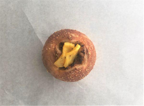松陰神社のアリクさんとコラボした『大人のカレーパン』