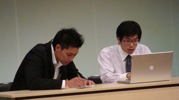 2016年、上村さんと榎本さんによるのライブ風景