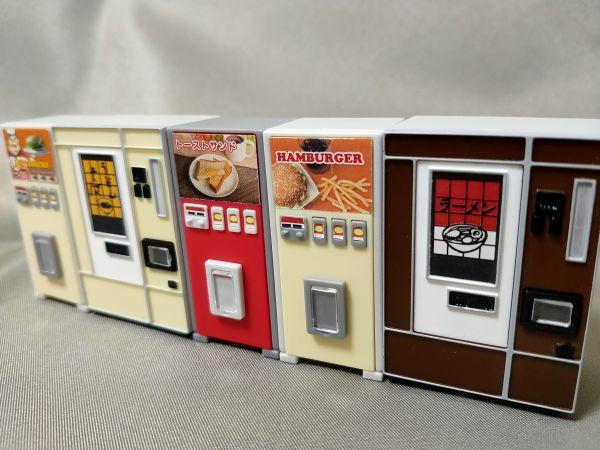 J・ドリームの「レトロ自販機マスコット」。ラインナップは、ハンバーガーA、ハンバーガーB、トーストサンド、うどん・そば、ラーメンの5種類