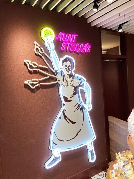 ステラおばさんがパリピ風になったLEDサイン