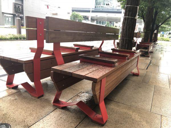 新しくデザインしたベンチ。突起は5センチの高さになった
