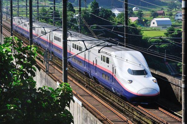 E4系は、国内唯一の2階建て新幹線。高速列車としては、世界最大の定員数を誇る