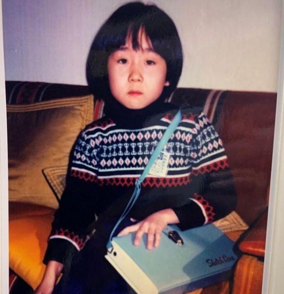 6歳くらいの頃のヴィヴィアン佐藤さん。大好きな水彩道具をずっと肩にかけて過ごしていた