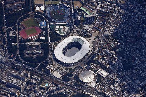 東京五輪の開会式を待つ国立競技場=2021年7月23日午後、東京都新宿区、朝日新聞社機から、井手さゆり撮影