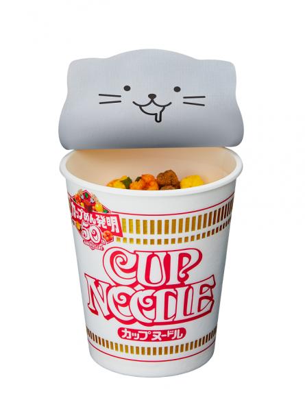 カップヌードル(レギュラーサイズ)のフタ裏にあしらわれた猫のイラスト