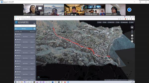 被災前の現場の3Dモデルをもとに、オンライン会議システムで議論する「静岡点群サポートチーム」のメンバー。赤い線を引いた部分を土石流が流れたと推定した