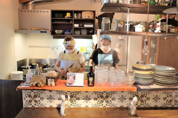 「and CURRY」の店内