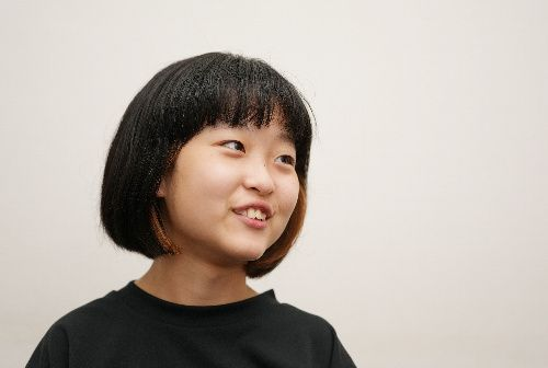 インタビューに答えるパラリンピックの開会式に出演した和合由依さん。物まねが好きで、大好きな志村けんさんの「あいーん」を審査員に披露したという=2021年8月26日、東京都中央区、池田良撮影