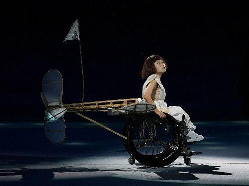 パフォーマンスを披露する和合由依さん=2021年8月24日、国立競技場、遠藤啓生撮影