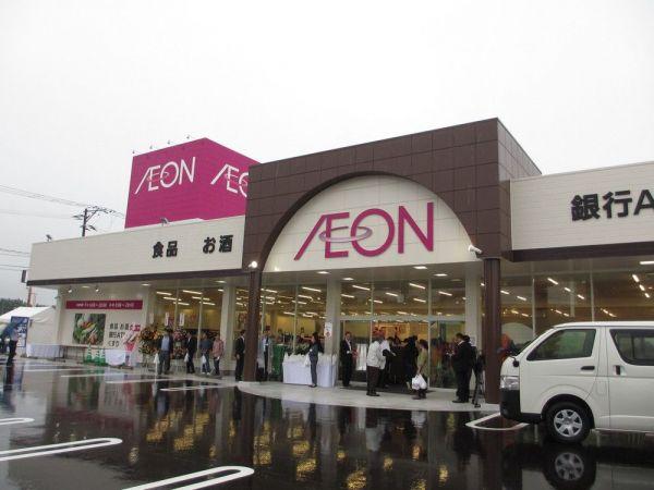 福島第一原発から約8キロ、福島県浪江町の中心部に開業した「イオン浪江店」。「オープン当日はものすごい人で、物一つ買うのにも一苦労でした。それだけ地元の人には喜ばれているはず!」(イオえもんさん)