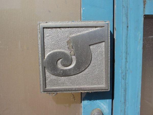1976年開業のイオン須坂店。旧ジャスコのロゴが入り口に残る