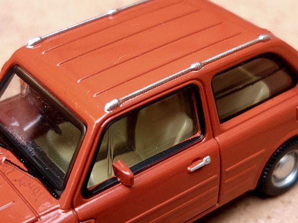 青島文化教材社が発売した1/64 Nissan PAO コレクション。内装のシートまで塗装されている(写真はテラコッタ)
