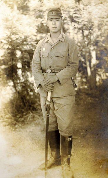 1945年7月、徳島連隊時代の先川祐次さん=先川さん提供