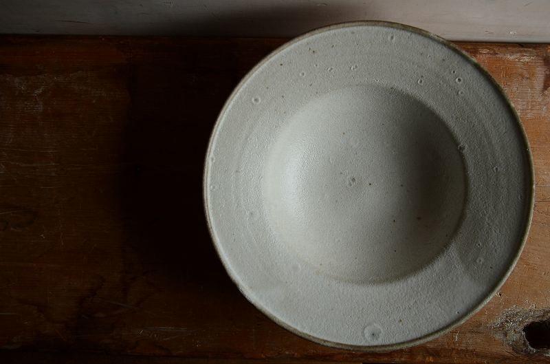 関口憲孝さん  白釉リム鉢
