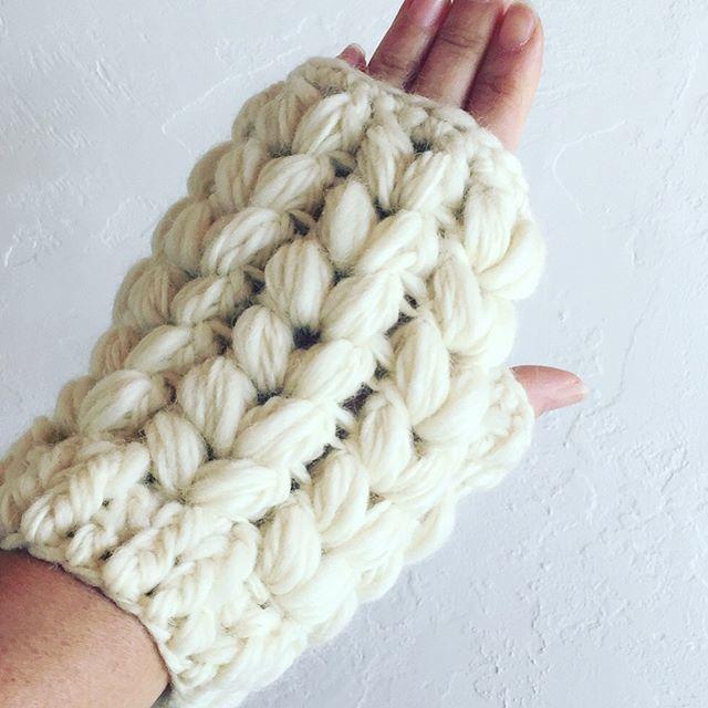 送料込み 変わり玉編みのハンドウオーマー -印刷済み編み図のみ-