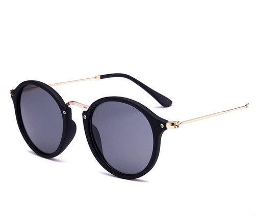 【大人気】シンプルデザインサングラス