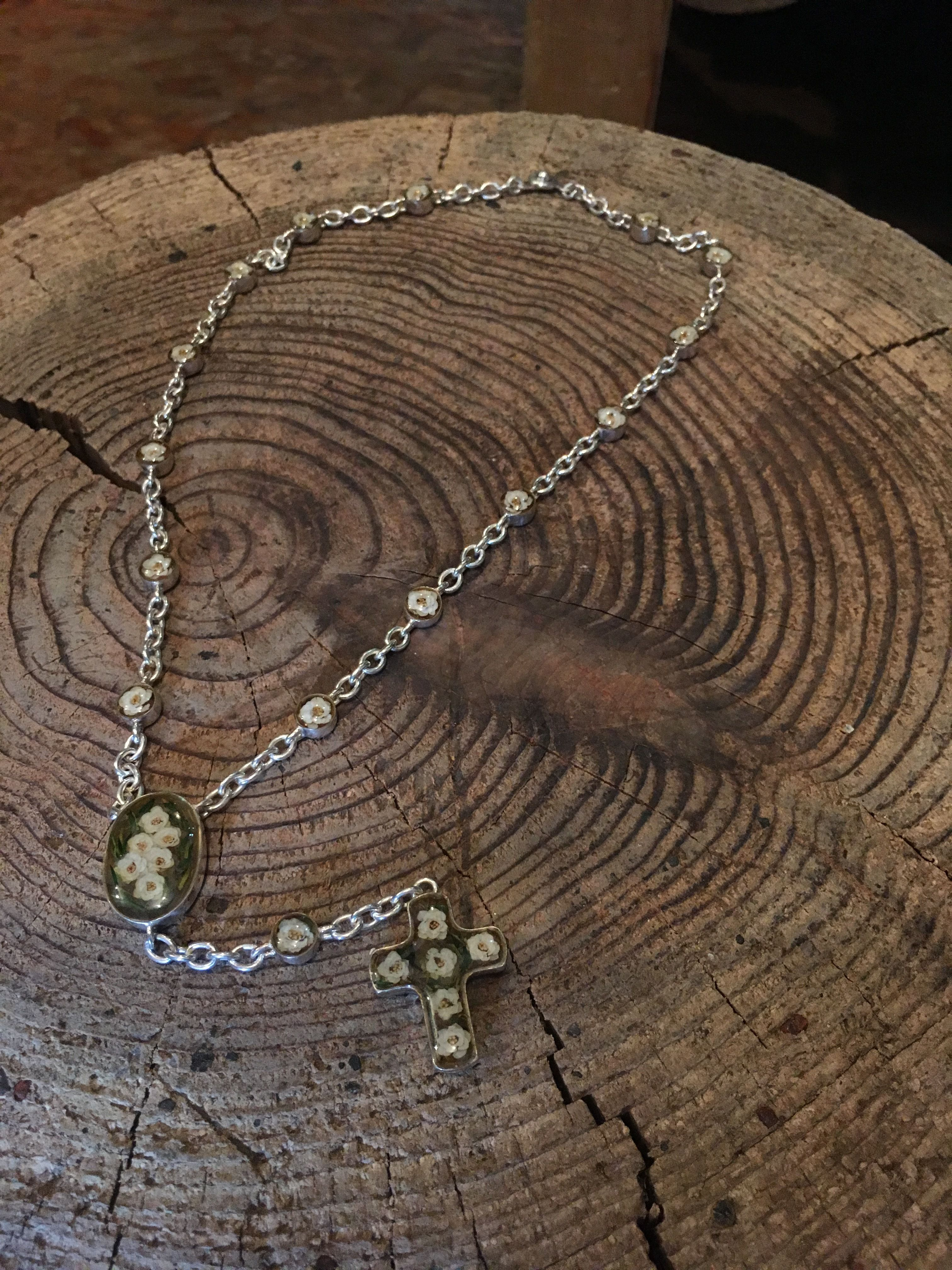 Viburnum Rosario Necklace (short)
