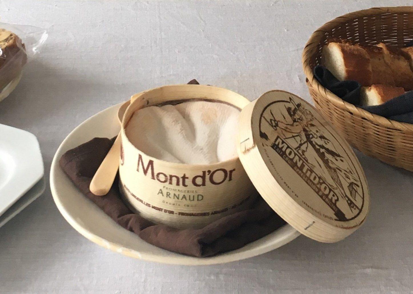 冬を告げるギフト「モンドール 木製スプーン付」 ※お召し上がりの日に合わせ食べ頃をセレクトします