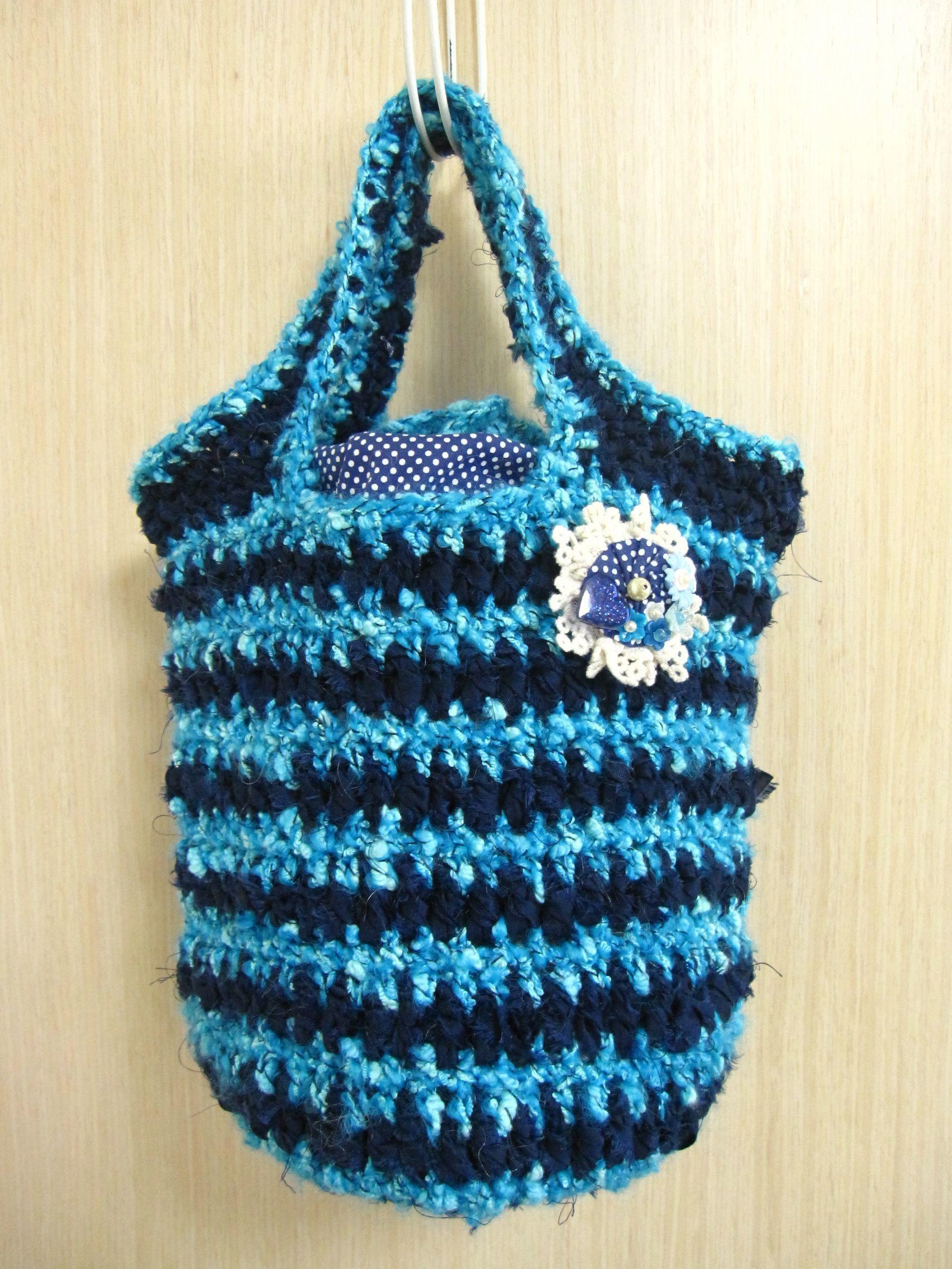 裂き生地と綿毛糸のニットバッグ(水色×紺)