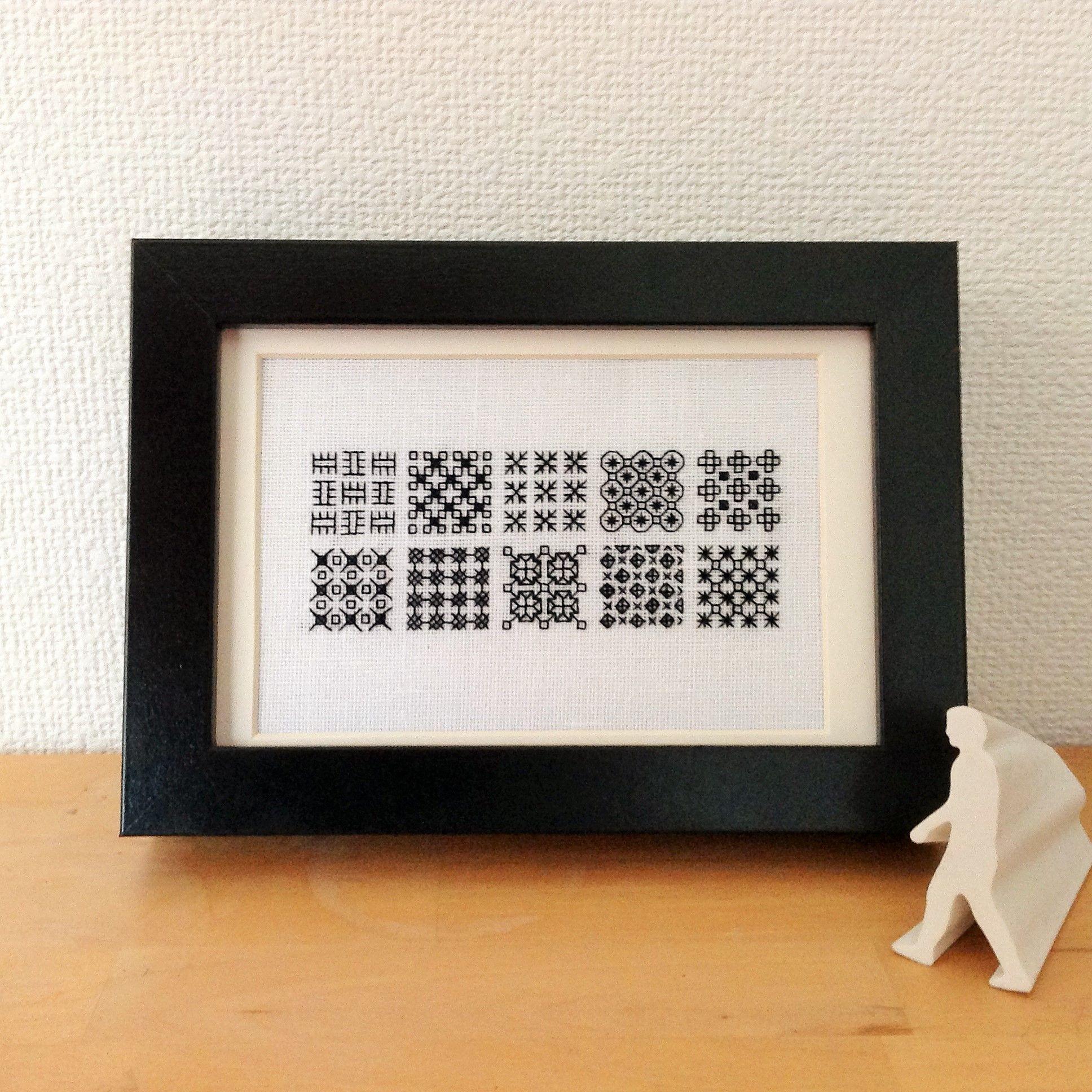 (005)10コのパターンをリネンに刺繍 Photosize 10 Squares Sampler