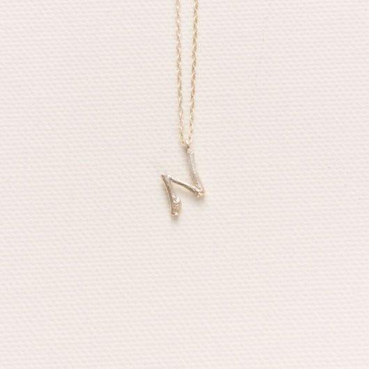 【N】小枝のイニシャルチャーム・ネックレス