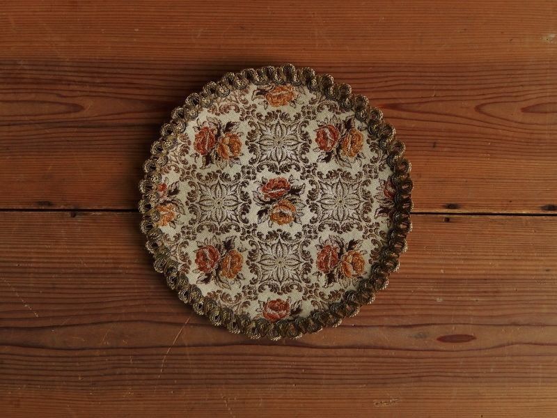 antiques 花柄の丸いタペストリー①
