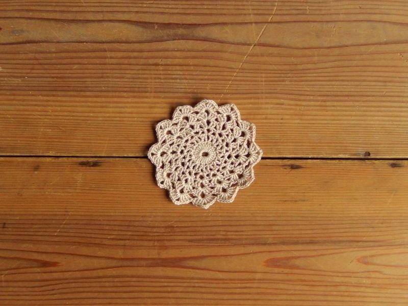 antiques ベージュのかぎ編みコースター