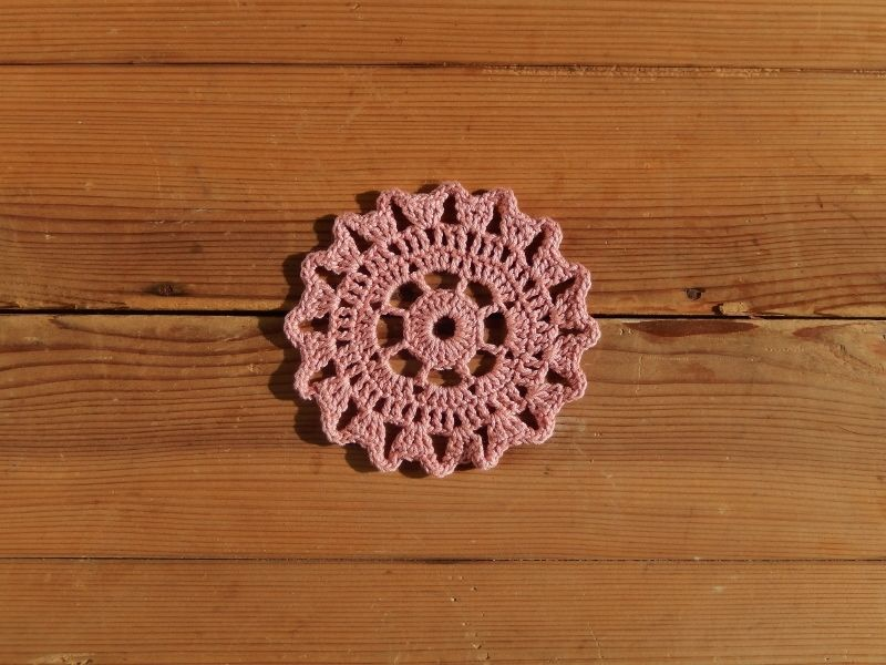 antiques ピンクのかぎ編みコースター①