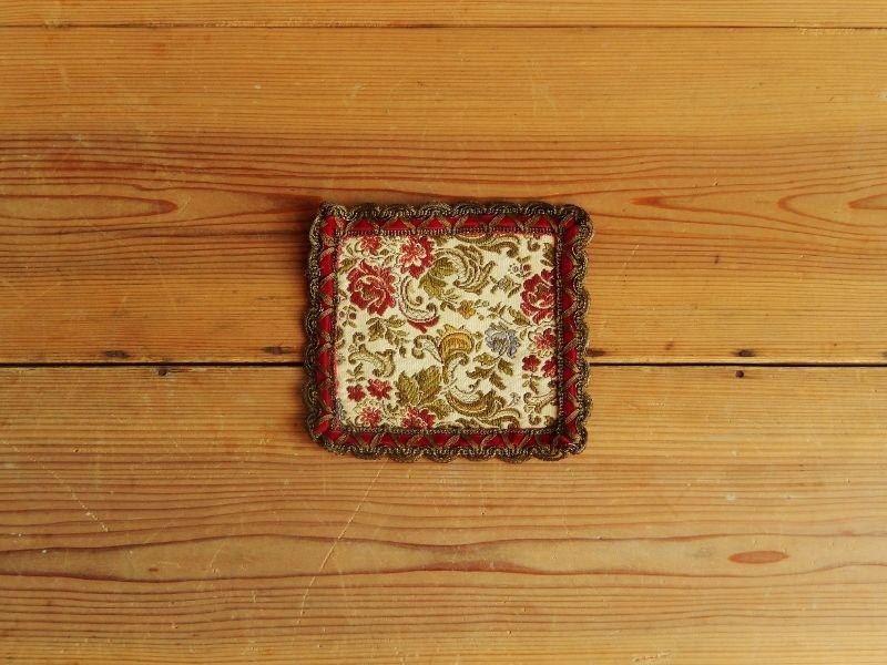 antiques 花柄のミニタペストリー(赤)  ②