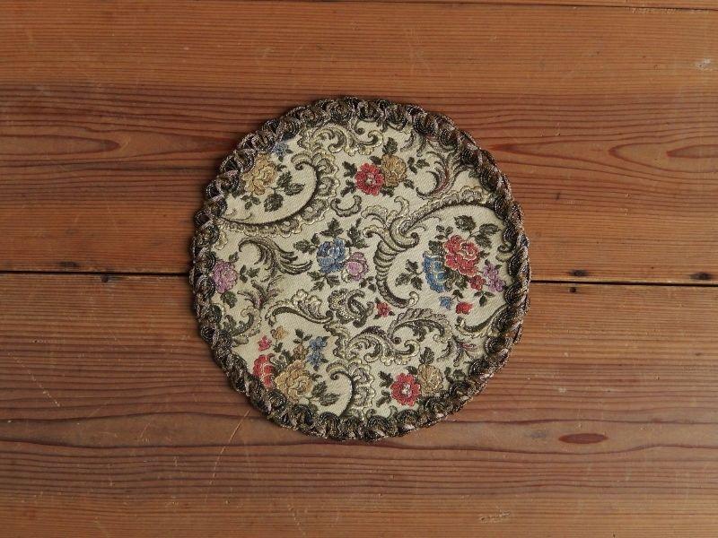 antiques 花柄の丸いタペストリー②