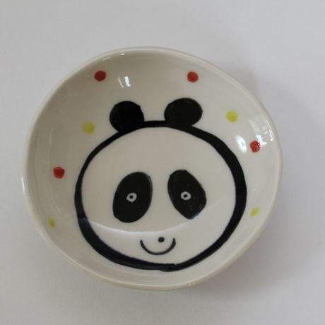 アイテムポストで買える「小皿/常滑焼/手づくり/パンダ/径:約12cm」の画像です。価格は2,100円になります。