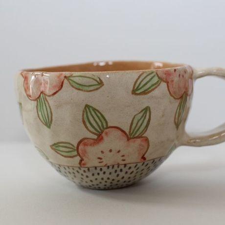 アイテムポストで買える「マグカップ/常滑焼/手づくり/お花」の画像です。価格は2,300円になります。